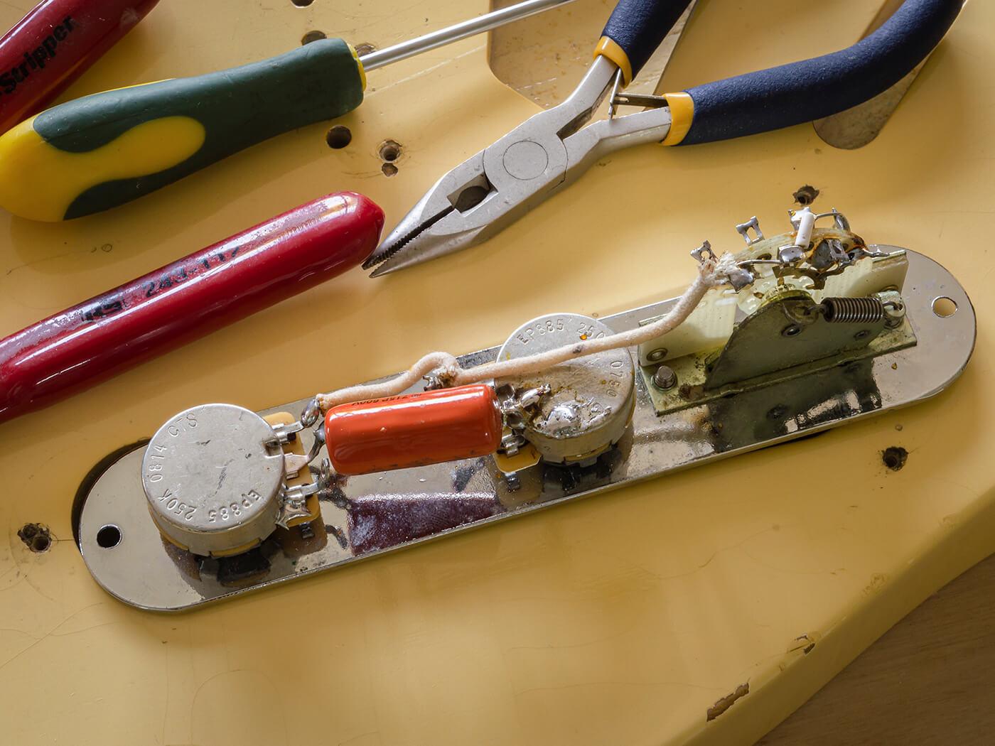 DIY Workshop: Telecaster to Esquire Conversion 2